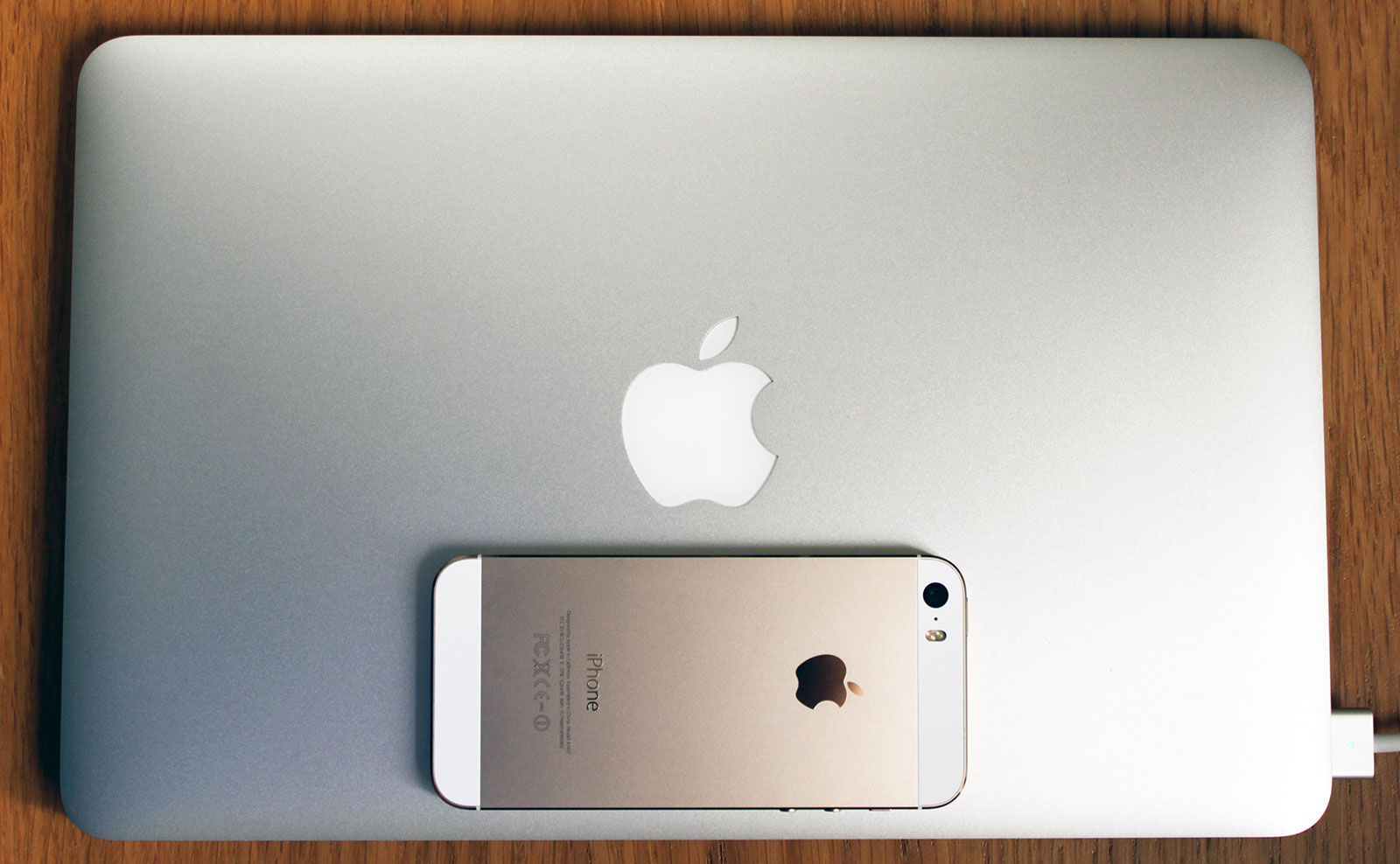 MacBook Air iPhone 5s